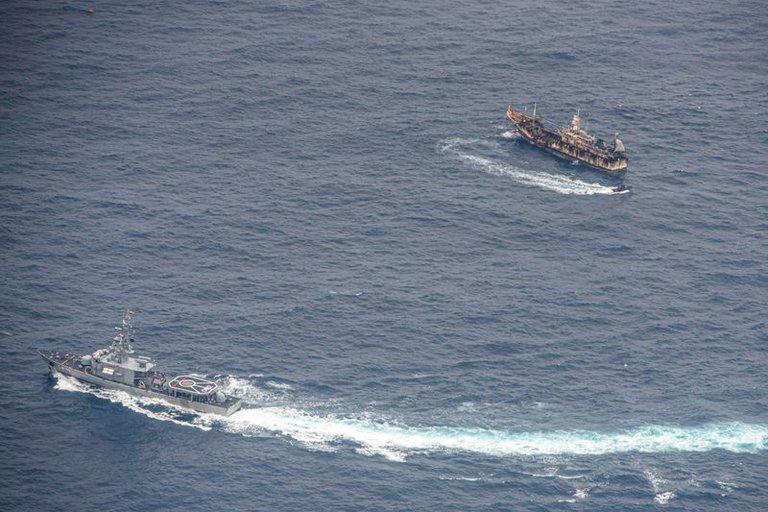 281 Chinese ships stalk the Galapagos and Ecuador seeks to protect itself from illegal fishing and conservespecies